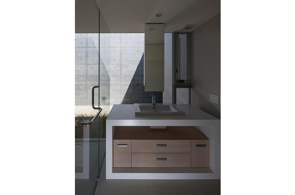 FLAT II: Wash room