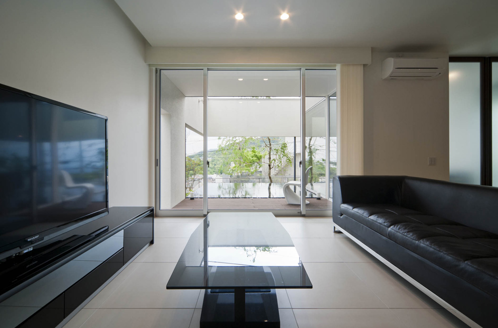 WEST VIEW: Living room