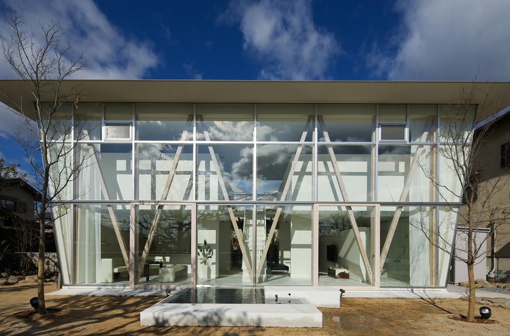 GREEN HOUSE: Facade