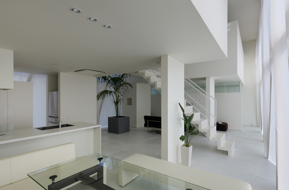 GREEN HOUSE: Living room