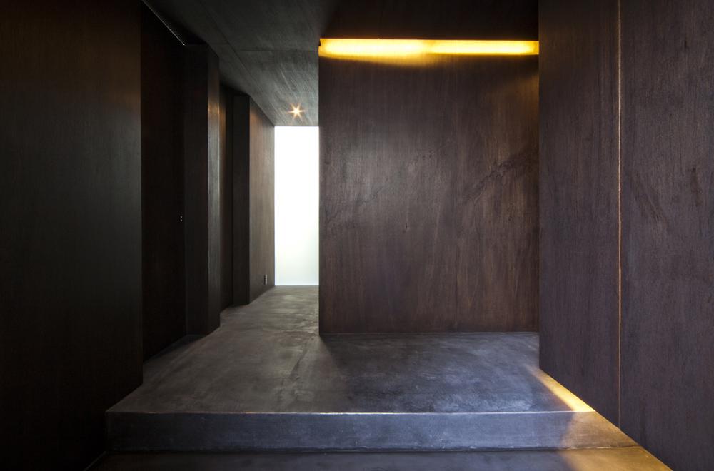 WIND & LOUVER: Entrance