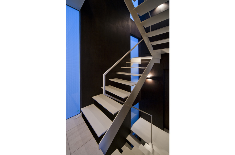 WIND & LOUVER: Stairs