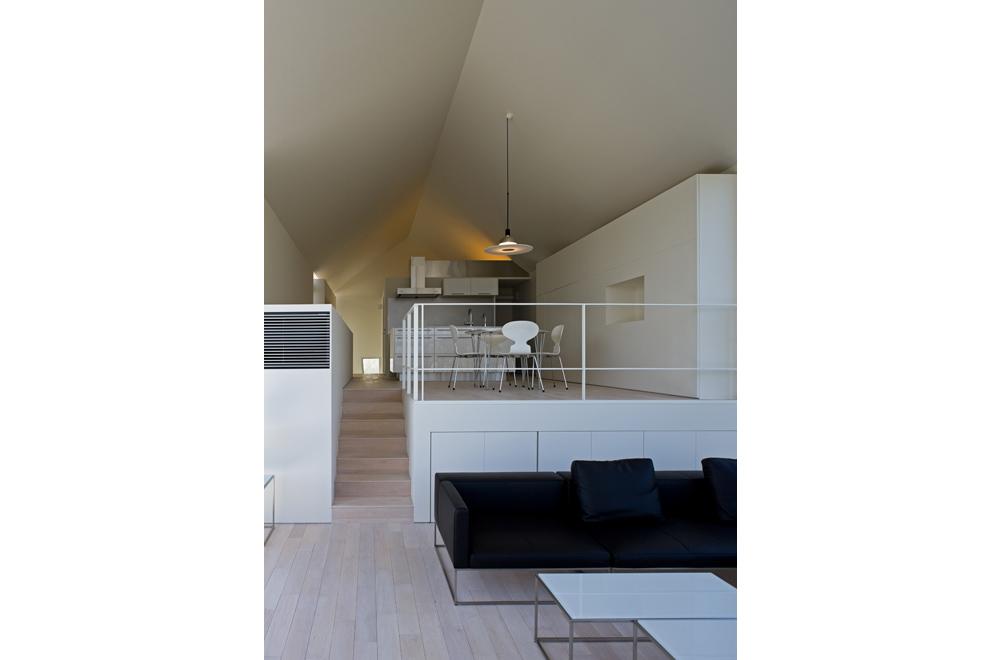HOUSE WITH OAK TREE: Mezzanine