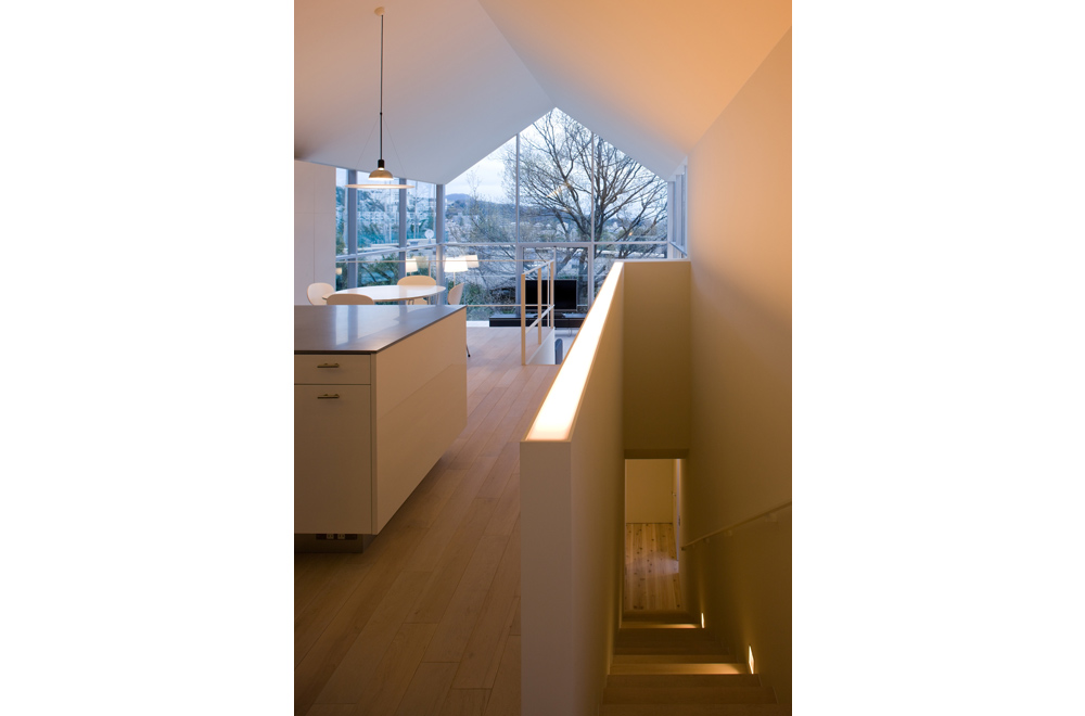 HOUSE WITH OAK TREE: Dining kitchen
