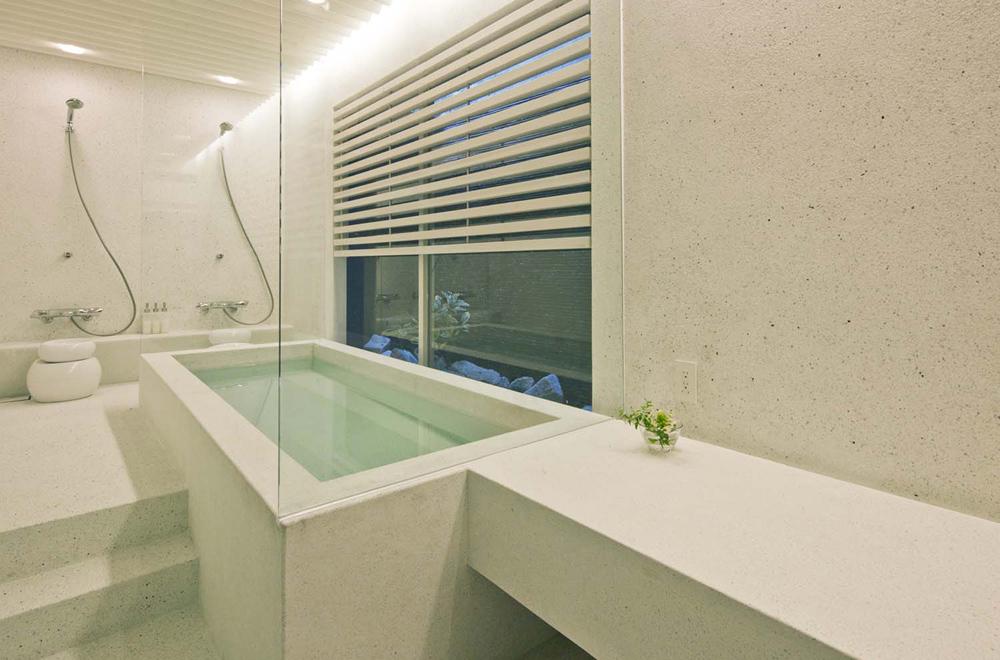 AKIBA NANGUAN: Bathroom