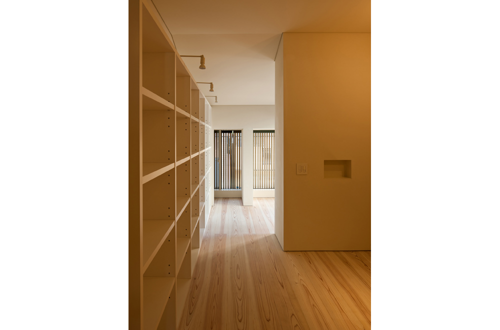 KYOTO STYLE COURTYARD: Bookshelf