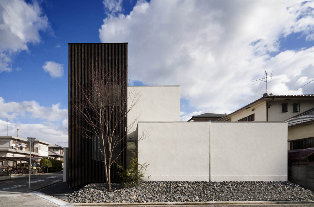 HOUSE WITH A LOUVER TOWER: Facade