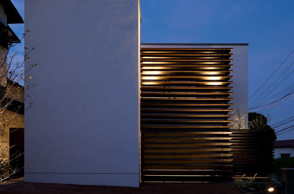 TIME MINCED: Facade (in the night)