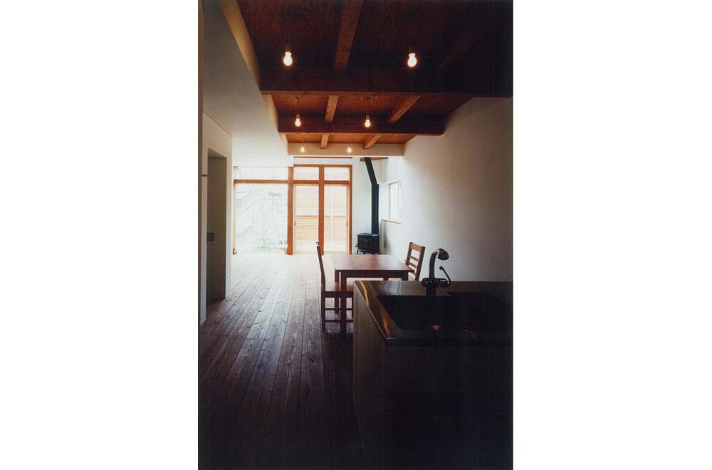 HOUSE IN MINAMI-MUKONOSOU: Living room & Dining kitchen