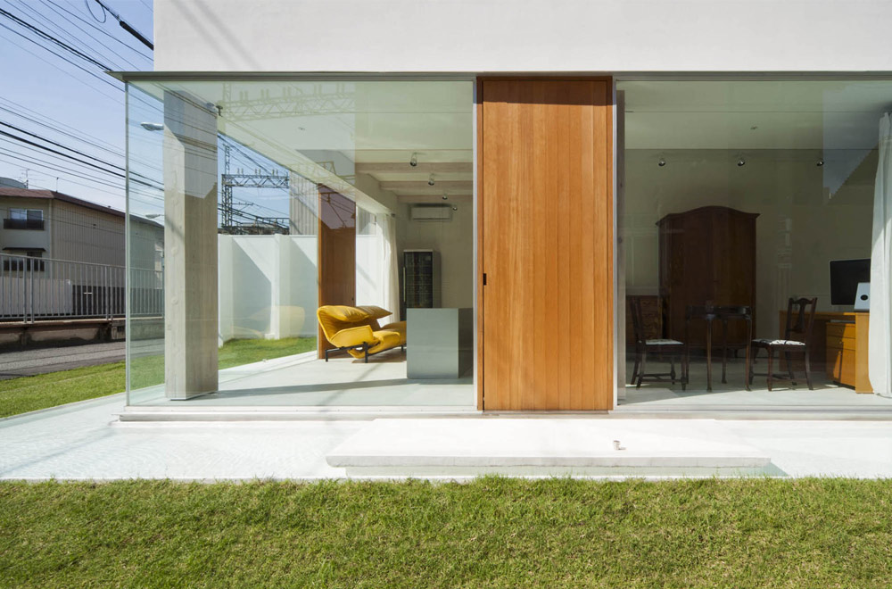 HOUSE OF A GLASS PATIO: Appearance
