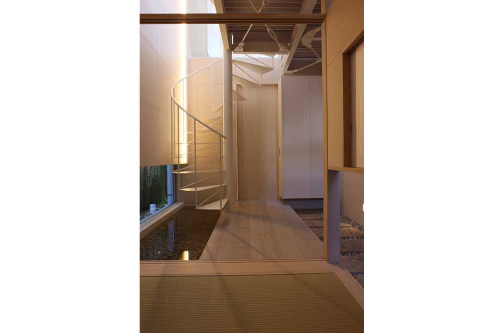 HOUSE IN AKASHI: Stairs