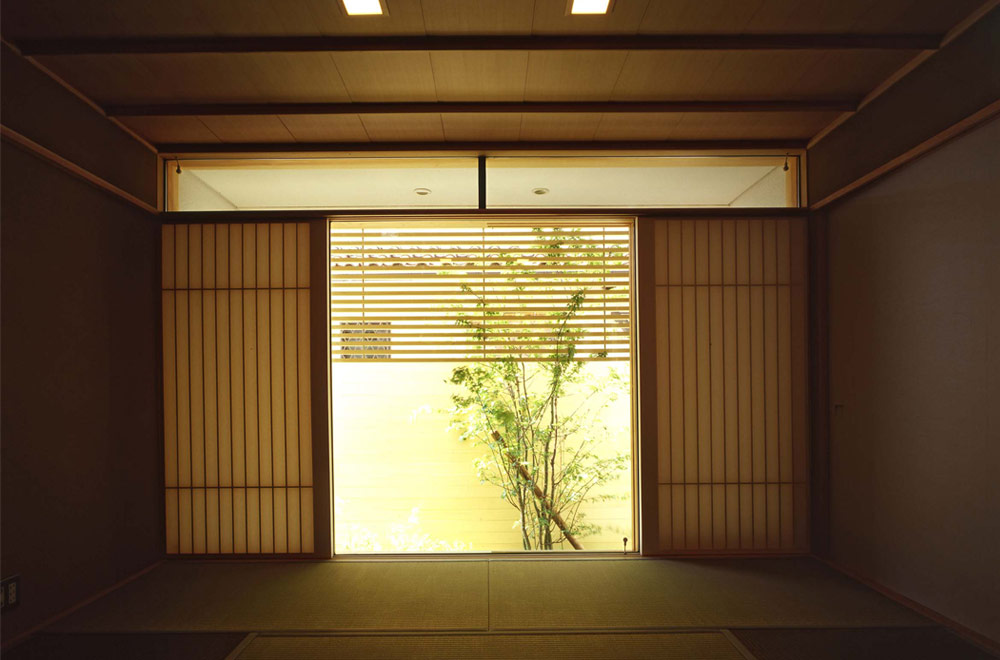 HOUSE WITH ROOF GARDEN: Japanese-style room