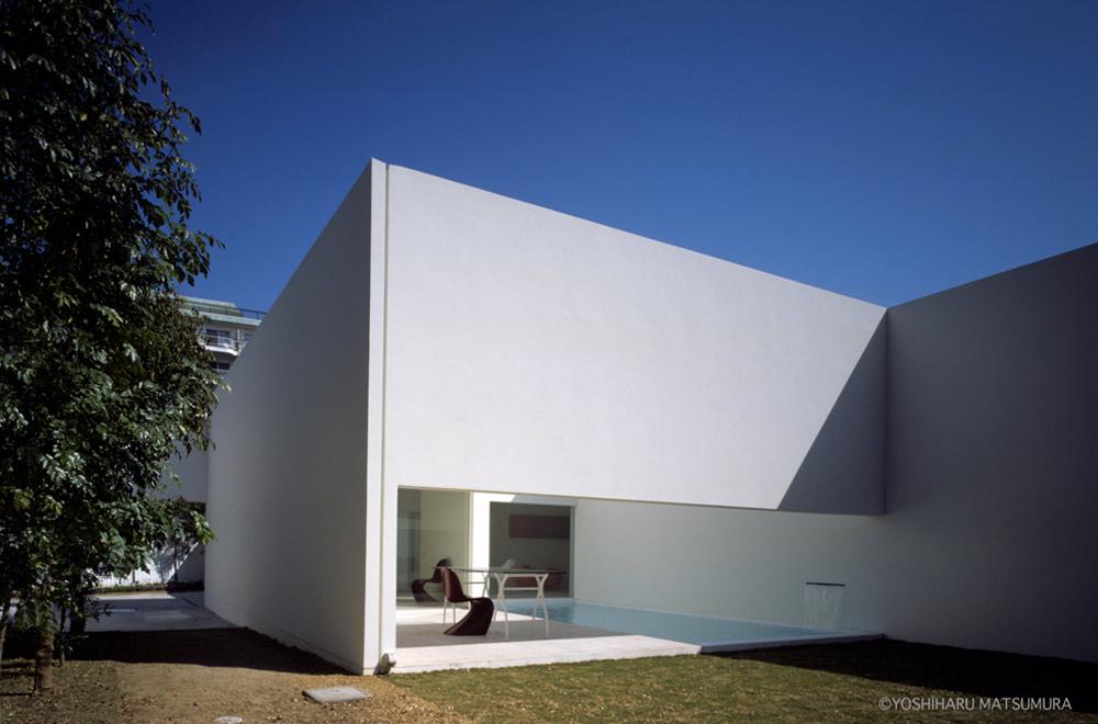 LIAISON HOUSE: Pool