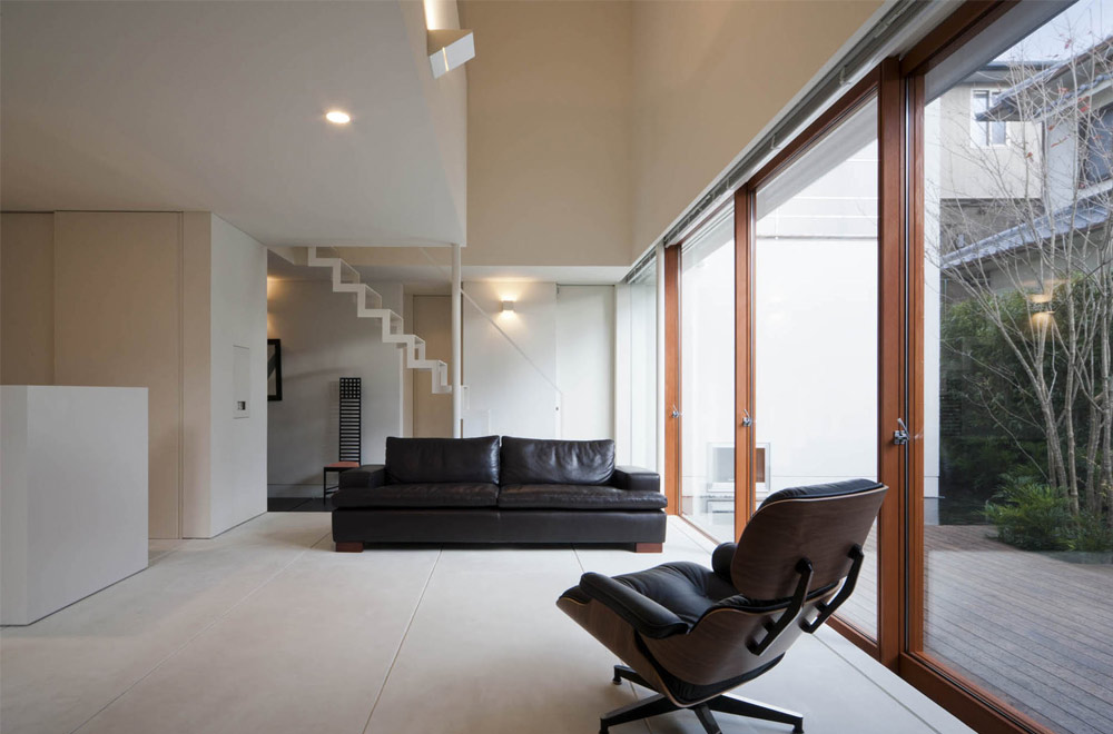HOUSE WITH A LOUVER TOWER: Living room
