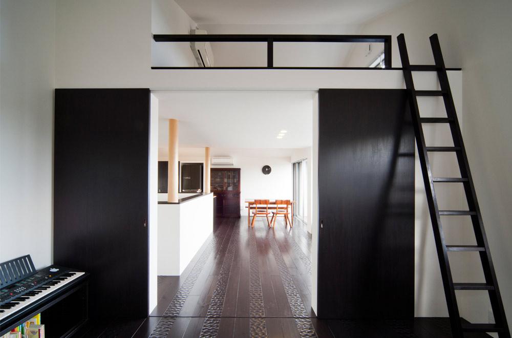 BLACK WALL HOUSE: Loft
