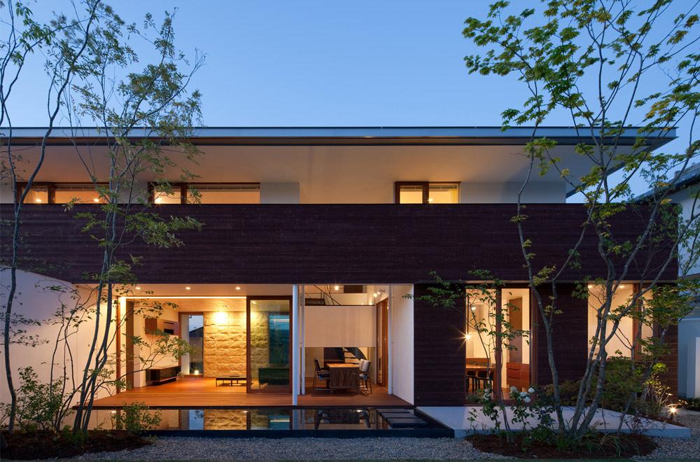 GARDEN HOUSE: Facade (in the night)