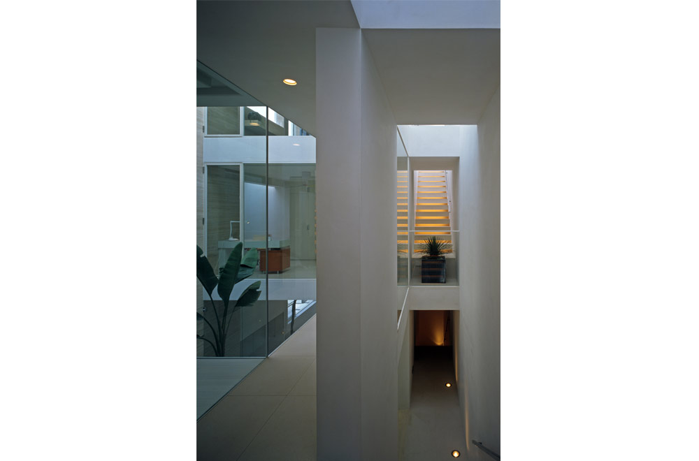 HOUSE IN MUKOYAMA: Private space