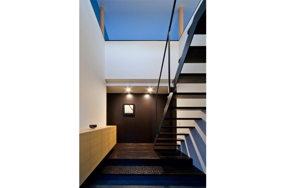 BLACK WALL HOUSE: Entrance hall