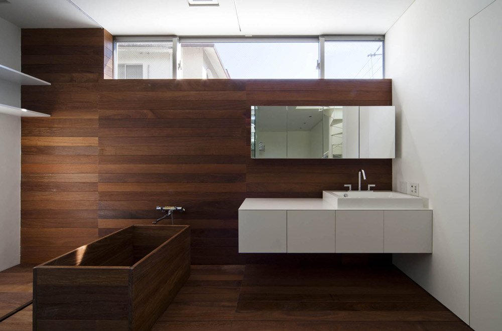 HOUSE OF A GLASS PATIO: Wash room