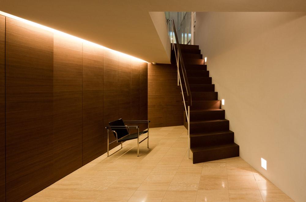 G-HOUSE: Entrance hall