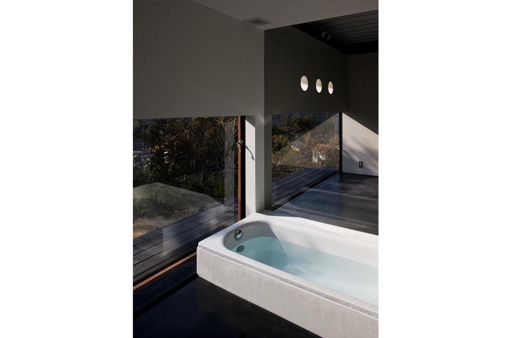 FLAT I: Bathroom
