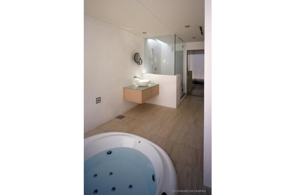 LIAISON HOUSE: Bathroom