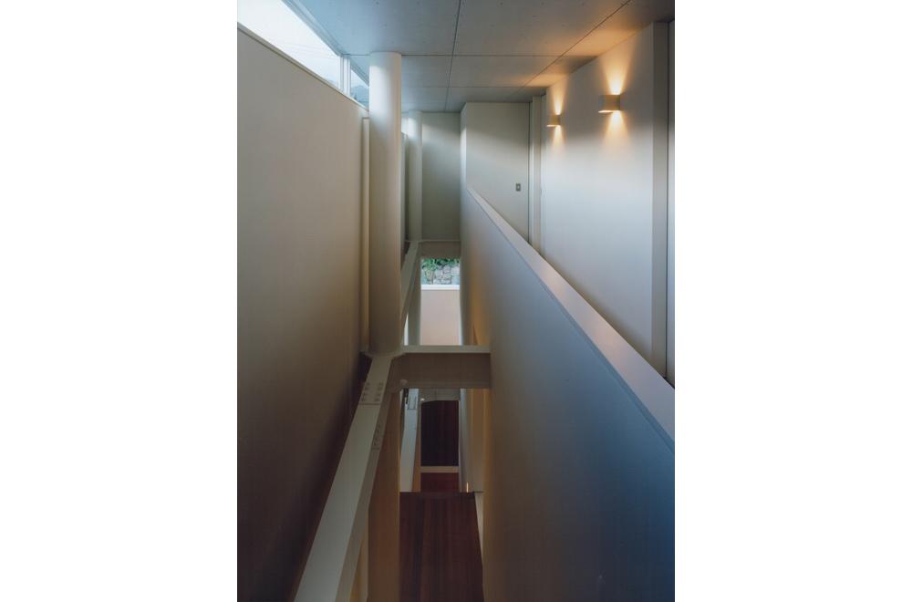 HOUSE IN TAKATSUKA: Open to below