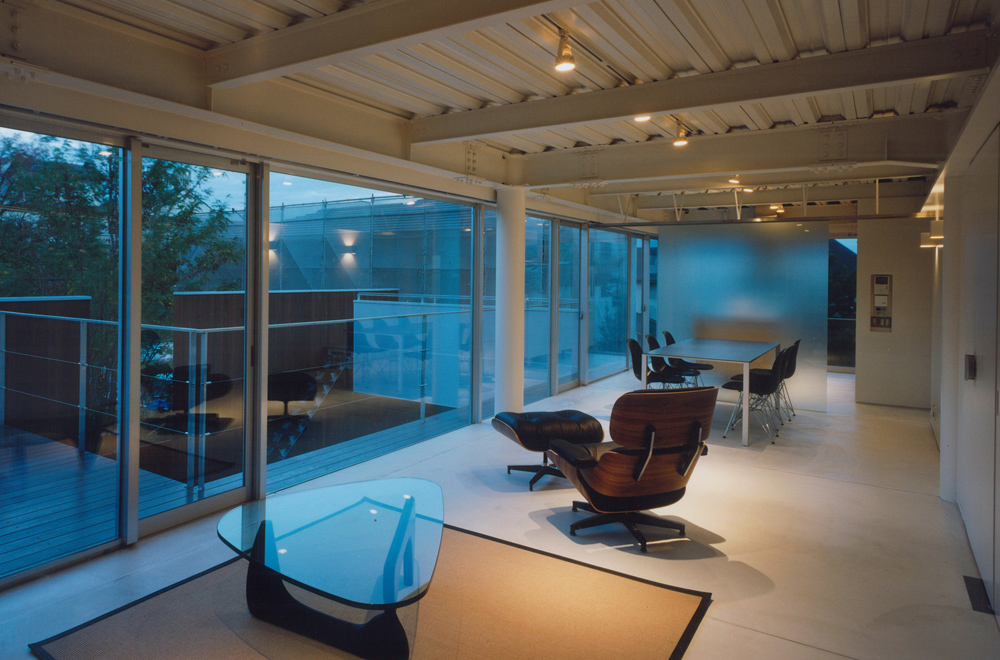HOUSE IN TAKATSUKA: Private space (Evening)