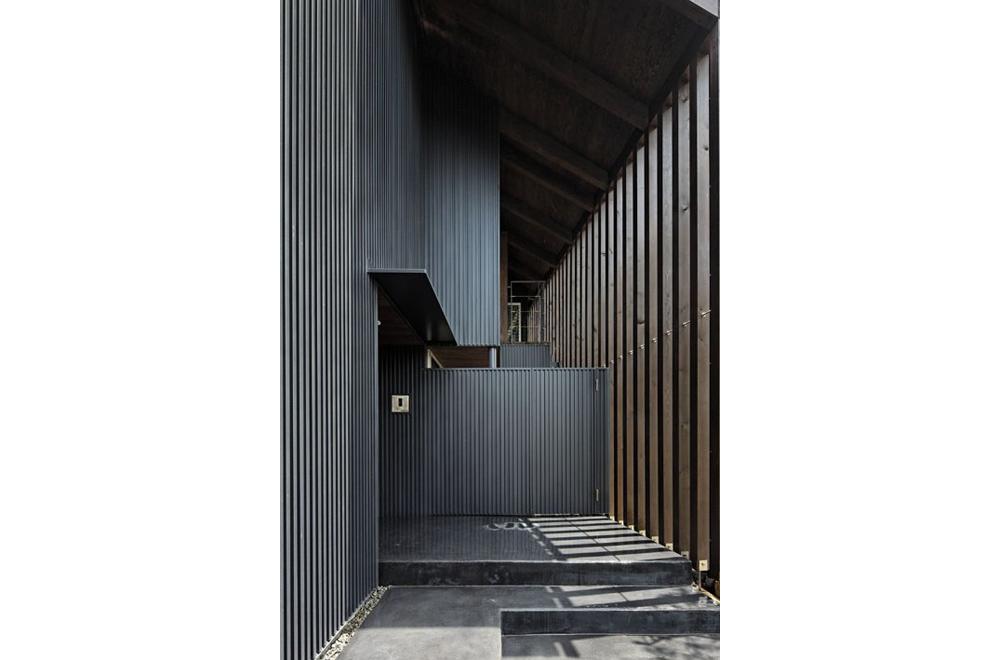 HOUSE IN HANNAN: Entrance