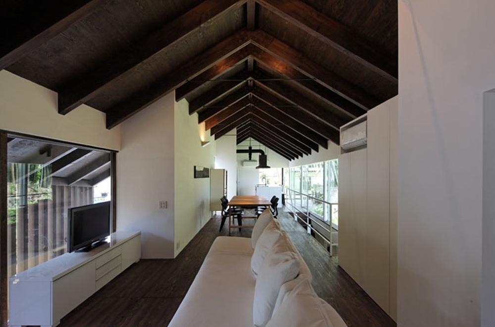 HOUSE IN HANNAN: Attic