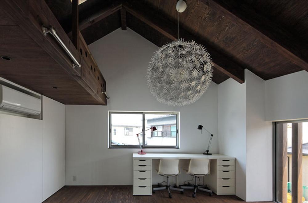 HOUSE IN HANNAN: Study room