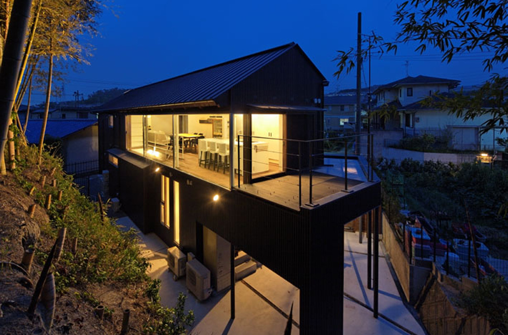 HOUSE IN HANNAN: Appearance (in the night)