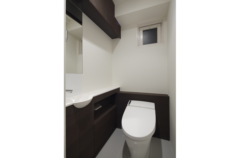 LIVING IN THE SKY: Toilet