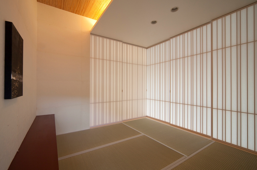 THE HOUSE OF WATER AND LATTICE: Japanese-style room