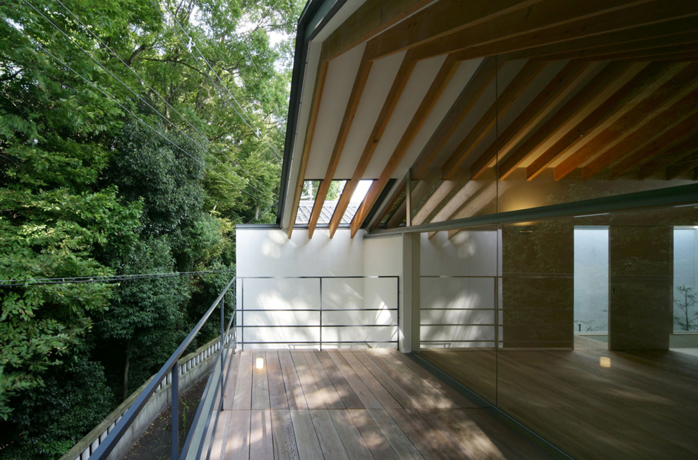 LIFE IN THE FOREST HOUSE: Balcony