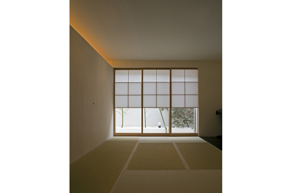 HOUSE WITH MAPLE TREE: Japanese-style room