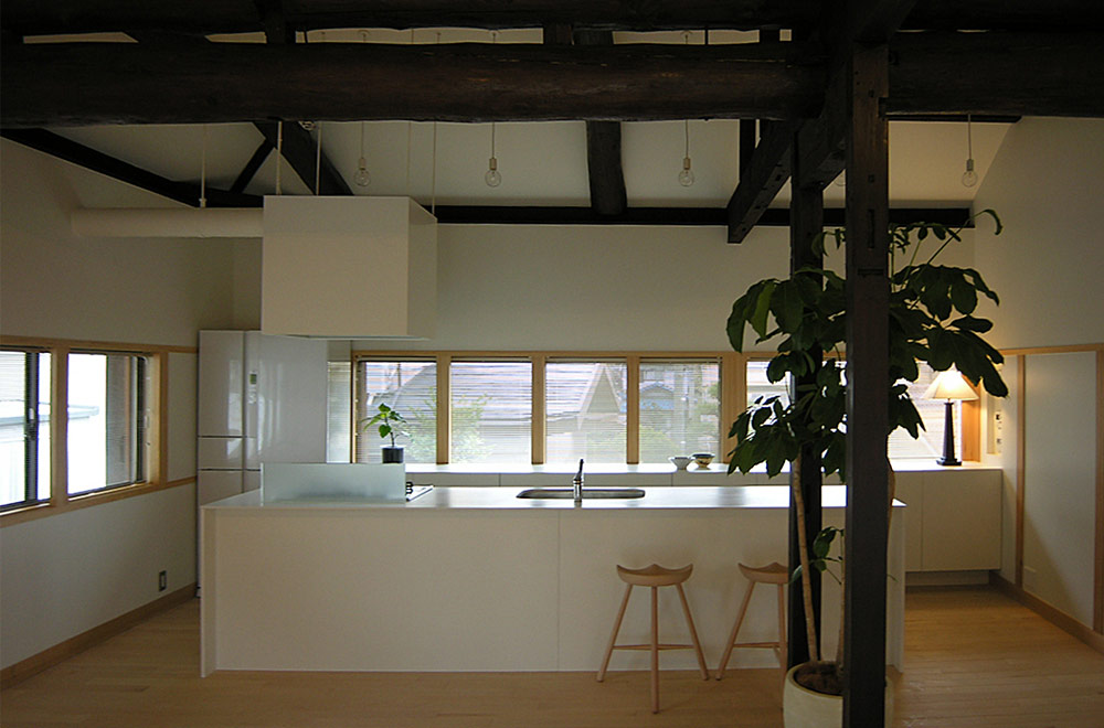 CROSS BEAM: Dining kitchen