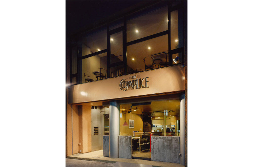 CAFE COMPLICE: Appearance (in the night)