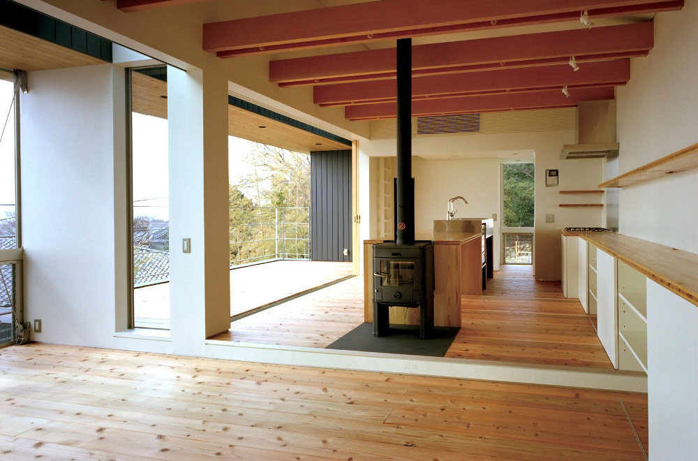 FLYING HOUSE: Fireplace