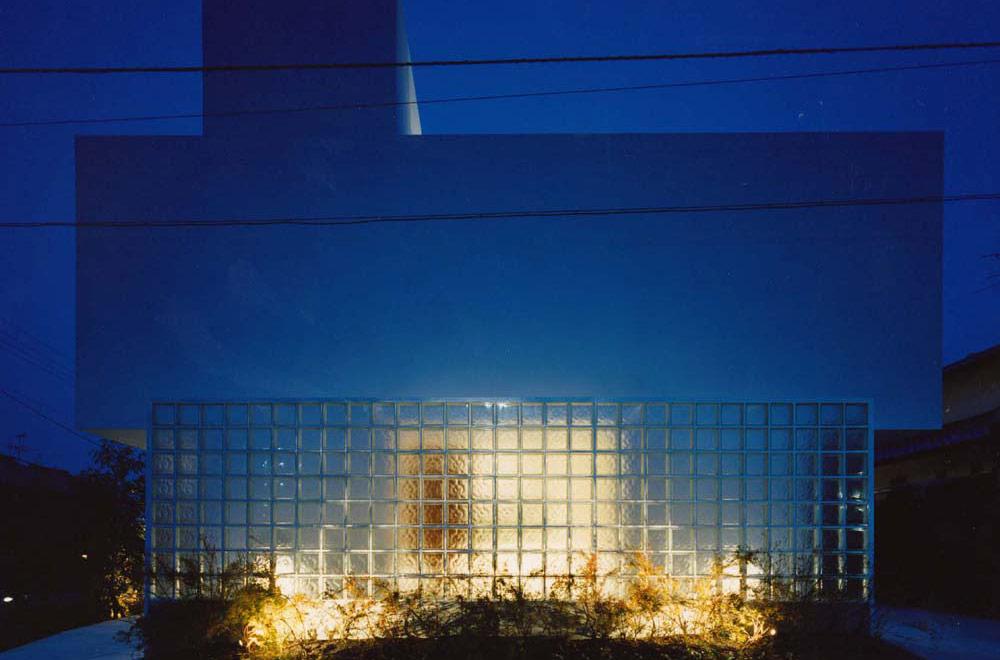 HOUSE IN TEZUKAYAMA: Facade (in the night)