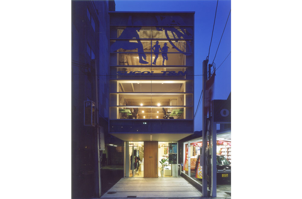 SUGOI JAPAN: Facade (in the night)