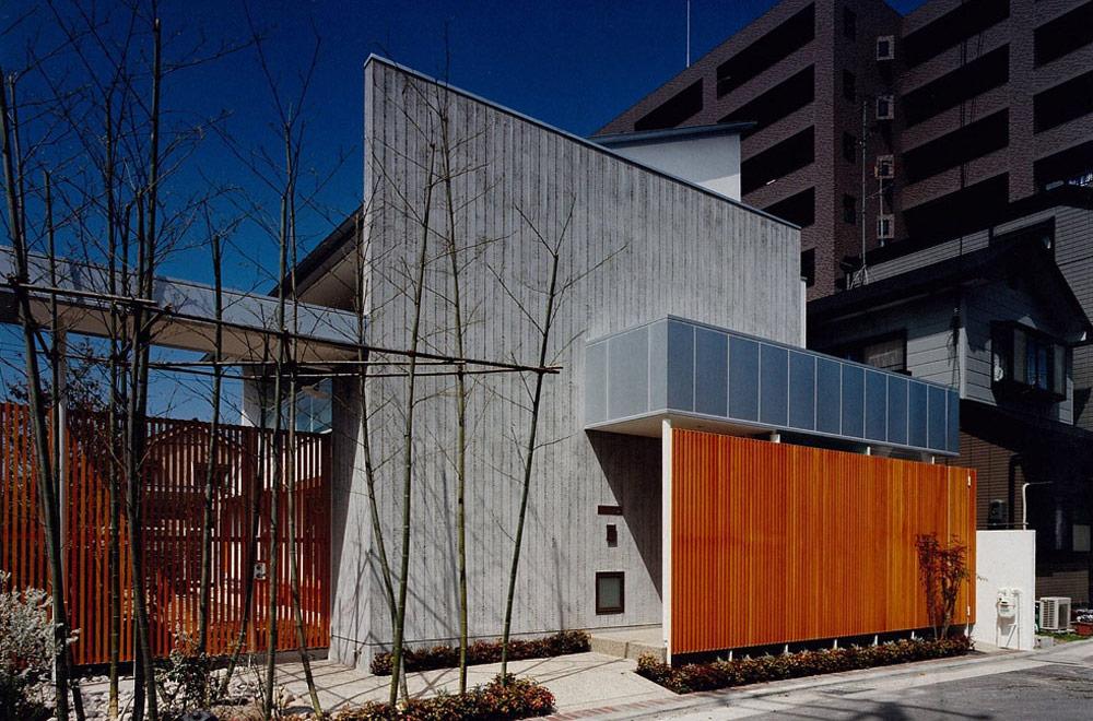 HOUSE IN YASHIKITHOU: Appearance