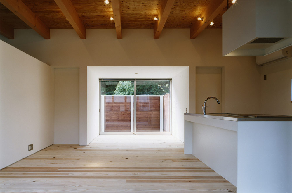 HOUSE IN SAKASEDAI: Living room & Dining kitchen
