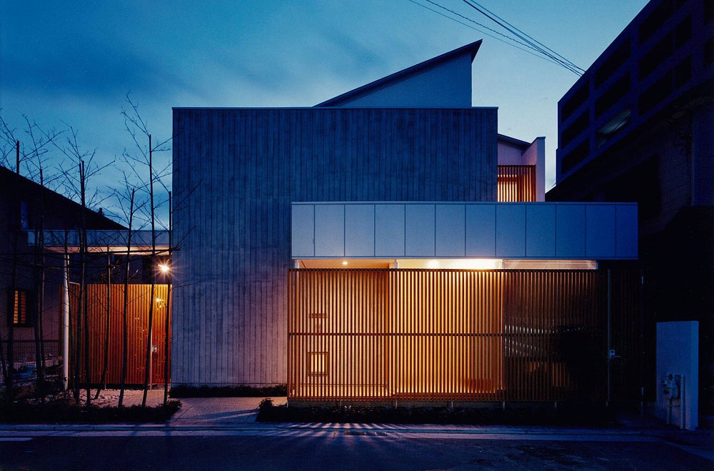 HOUSE IN YASHIKITHOU: Facade (in the night)