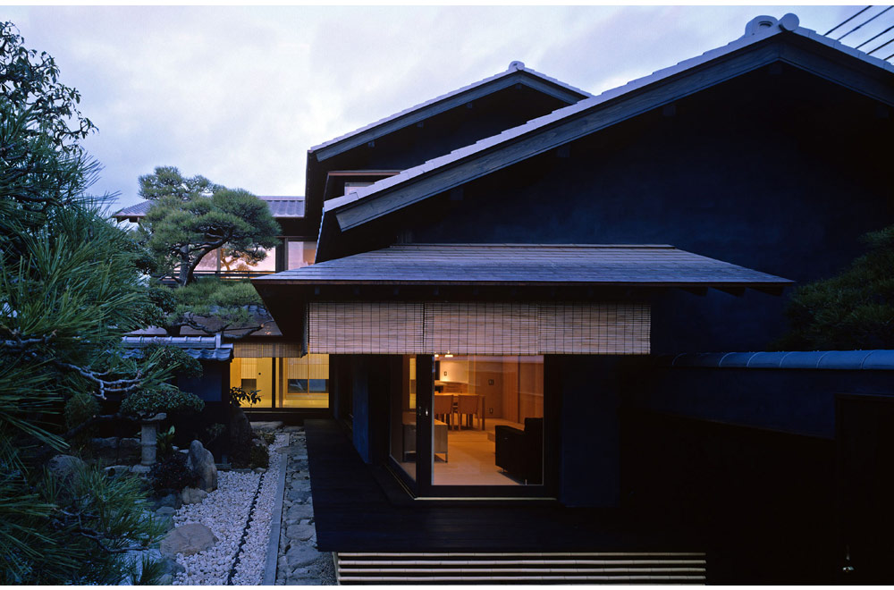 HOUSE OF BLACK WALL: Facade
