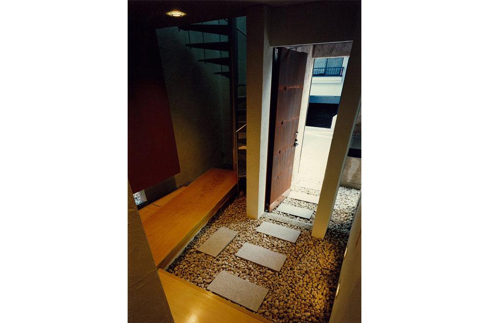 E-HOUSE: Entrance