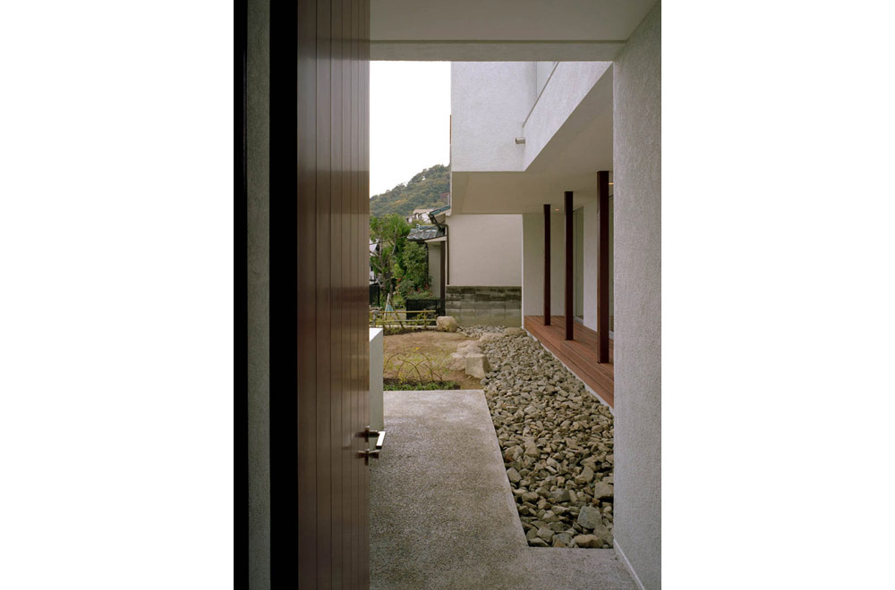 HOUSE IN MOTOYAMA: Approach