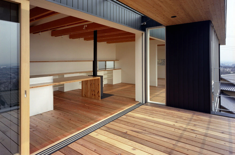 FLYING HOUSE: Dining kitchen