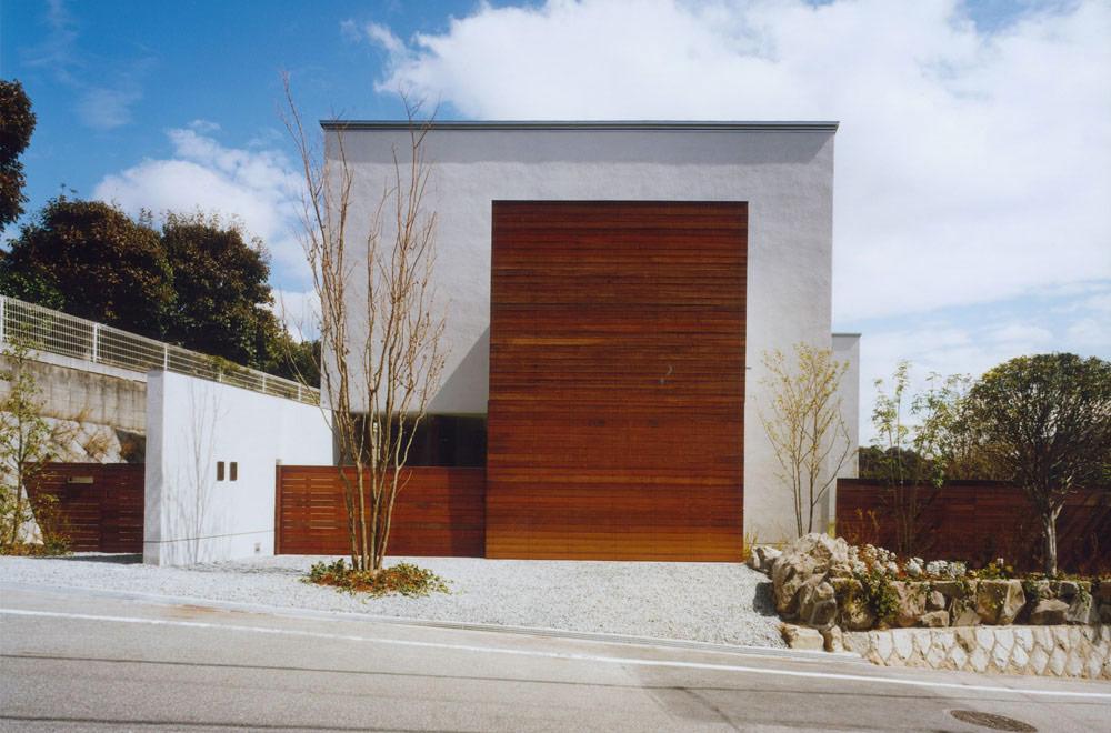 HOUSE IN KENTANI: Facade