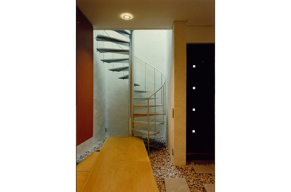 E-HOUSE: Spiral staircase